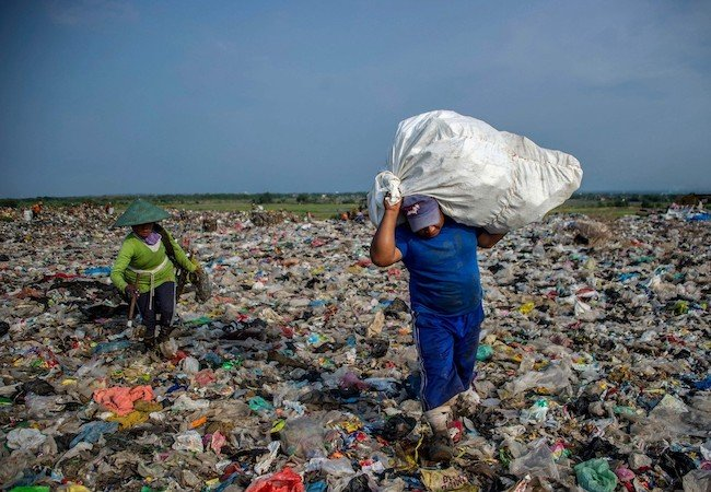 THE STORY OF PLASTIC EarthXFilm