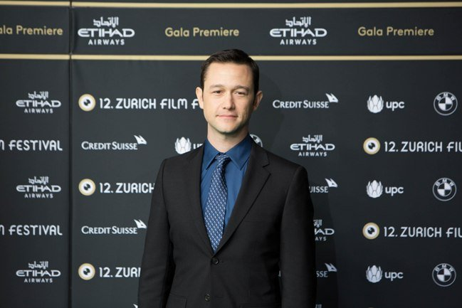 Joseph Gordon-Levitt on the green carpet for Snowden