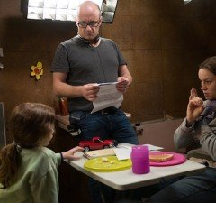Director Lenny Abrahamson with Tremblay and Brie Larson on the Room set