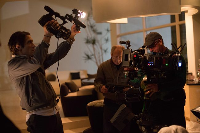 (L-R) Jake Gyllenhaal, DP Robert Elswit, and Steadicam operator Andrew Rowlands in Nightcrawler