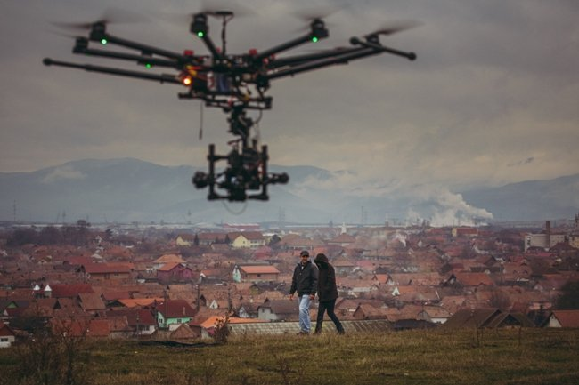"""Filming a scene from """"Pop-Up"""" with a drone in the heart of Transylvania. (Photo: Dan Pereț)"""