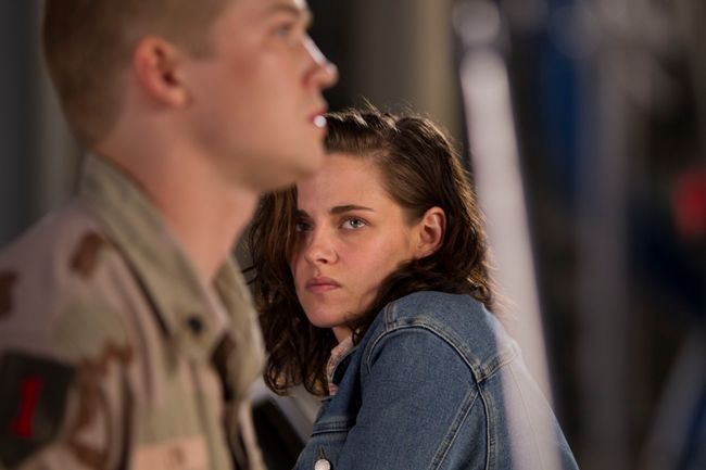 Joe Alwyn and Kristen Stewart in Billy Lynn's Long Halftime Walk