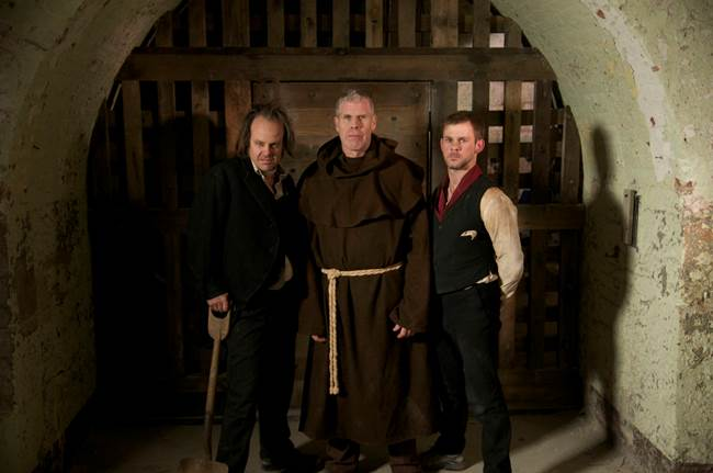 Fessenden with co-stars Ron Perlman and Dominic Monaghan on the set of I Sell the Dead